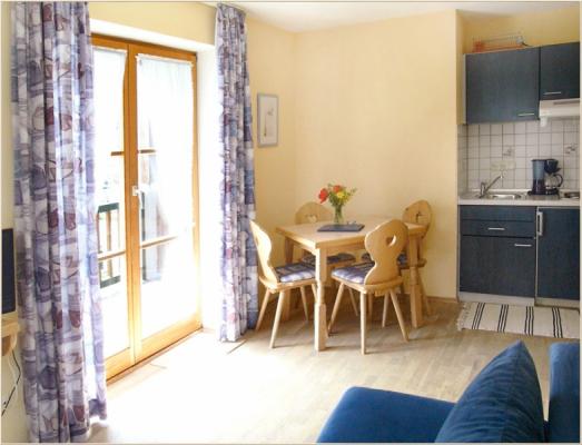 Ferienwohnung am Schliersee mit Bergblick Wohnzimmer