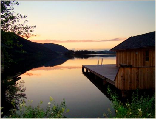 Ferienwohnung am Schliersee mit Bergblick See am Abend