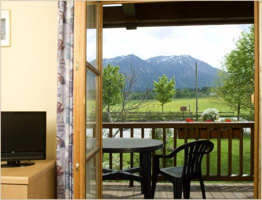 Ferienwohnung am Schliersee mit Bergblick Gartenansicht