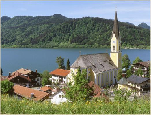 Ferienwohnung am Schliersee Galerie mit Bergblick Kirche