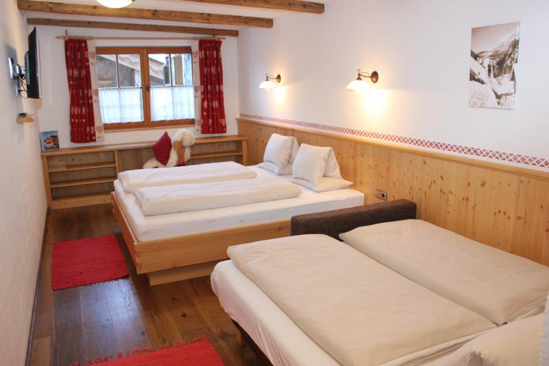 Chalet an der Piste Salzburger Land Schlafzimmer 2