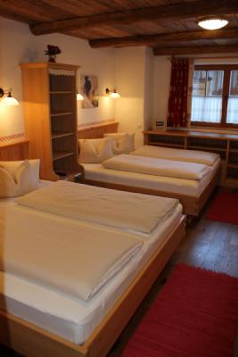Chalet an der Piste Salzburger Land Schlafzimmer 4 bis 6
