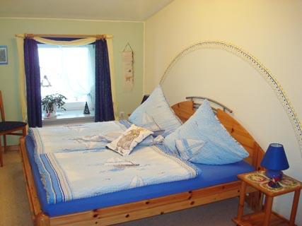 ferienhof-landfrieden-vollerwiek-ferienwohnung-blanker-hans-Schlafzimmer