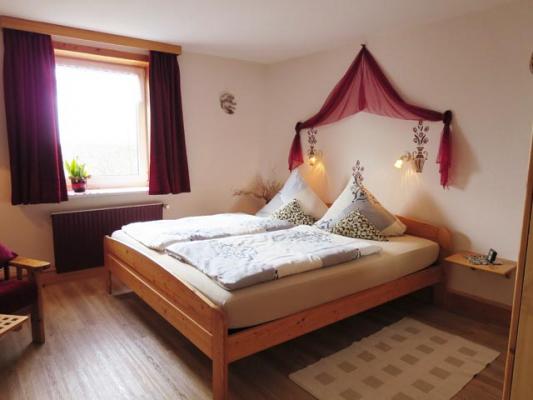 ferienhof-landfrieden-vollerwiek-ferienwohnung-deichgraf-Schlafzimmer