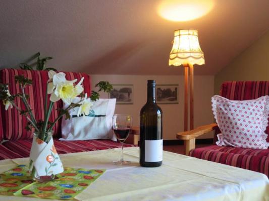 ferienhof-landfrieden-vollerwiek-ferienwohnung-deichgraf-Wohnzimmer