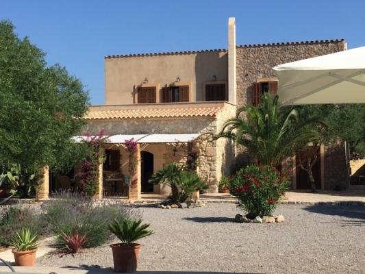 Romantische Naturstein Finca auf Mallorca Haus vorn