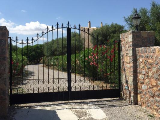 Romantische Naturstein Finca auf Mallorca Metalltor
