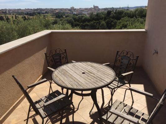 Romantische Naturstein Finca auf Mallorca Tisch