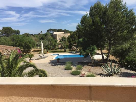 Romantische Naturstein Finca auf Mallorca Blick auf Pool