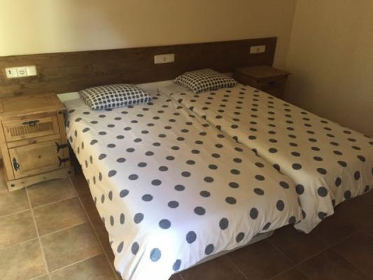 Romantische Naturstein Finca auf Mallorca Bett längs