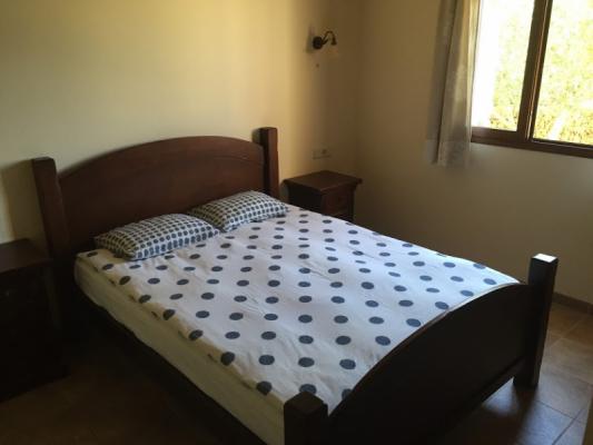 Romantische Naturstein Finca auf Mallorca antikes Bett