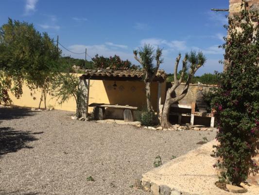 Romantische Naturstein Finca auf Mallorca Blick über den Hof