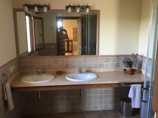 Romantische Naturstein Finca auf Mallorca Waschbecken klein