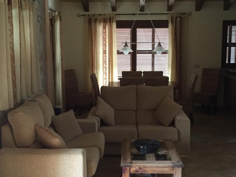 Romantische Naturstein Finca auf Mallorca gemütliches Sitzen