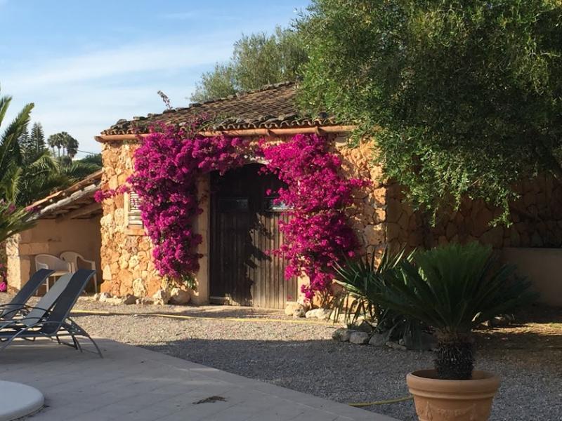 Romantische Naturstein Finca auf Mallorca Bougainville