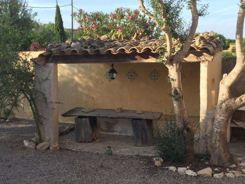 Romantische Naturstein Finca auf Mallorca Bäume