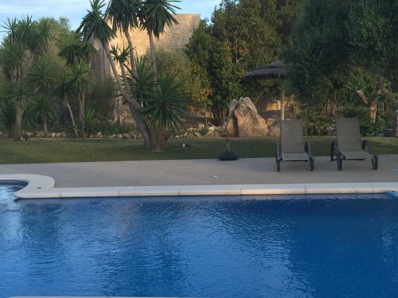 Romantische Naturstein Finca auf Mallorca Wasser im Pool