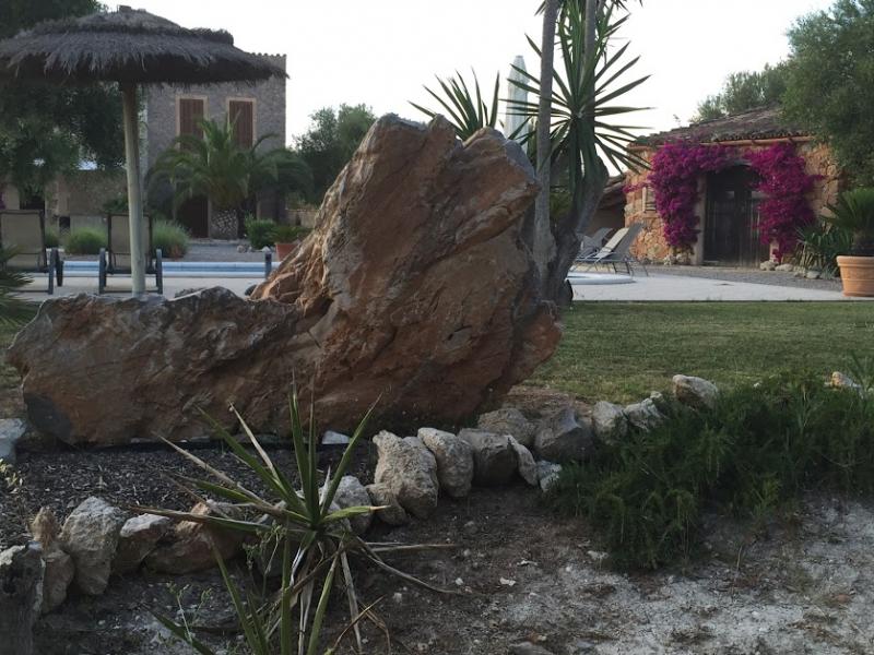 Romantische Naturstein Finca auf Mallorca Gartenidylle