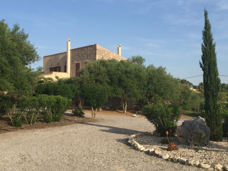 Romantische Naturstein Finca auf Mallorca Hof und Haus