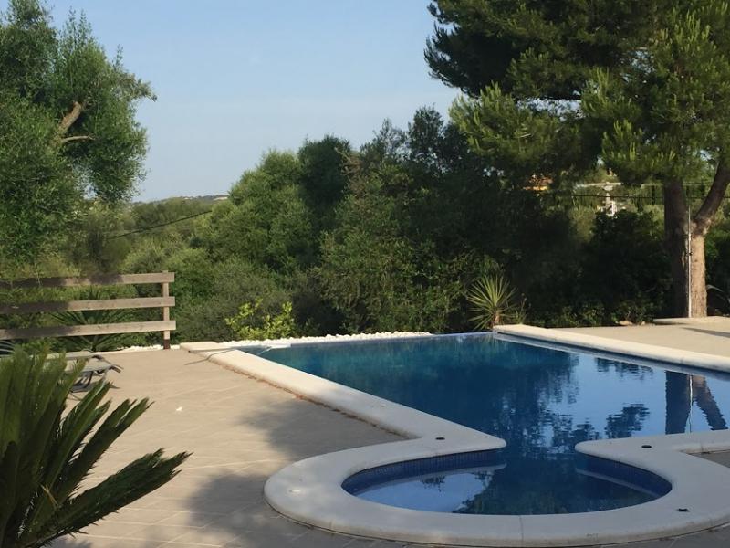 Romantische Naturstein Finca auf Mallorca Ausschnitt Swimmingpool