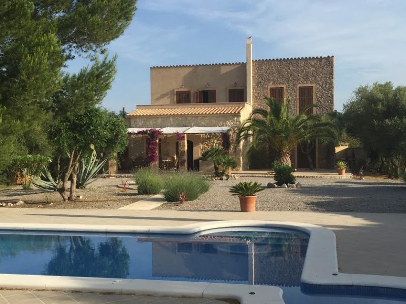 Romantische Naturstein Finca auf Mallorca Haus mit Poolausschnitt