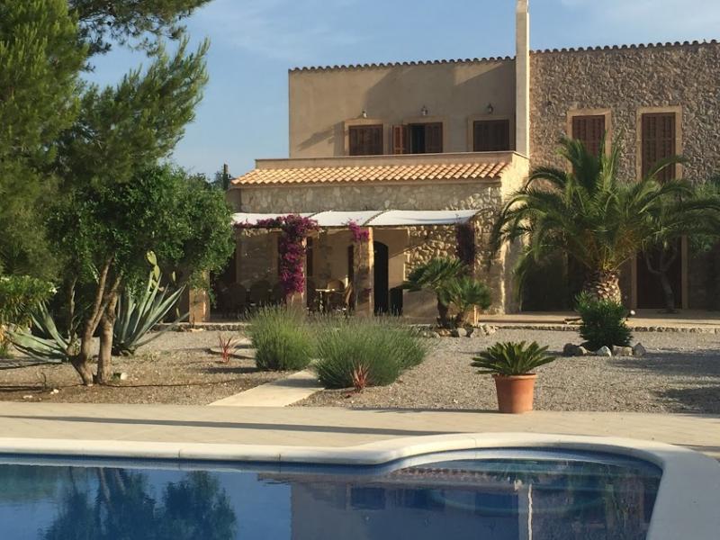 Romantische Naturstein Finca auf Mallorca Haus Pool vorn