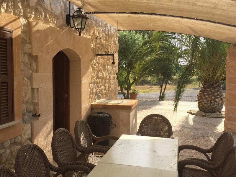 Romantische Naturstein Finca auf Mallorca gemütliche Terrasse