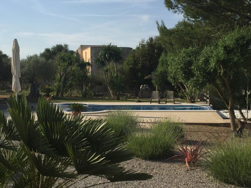 Romantische Naturstein Finca auf Mallorca Panoramablick im Garten
