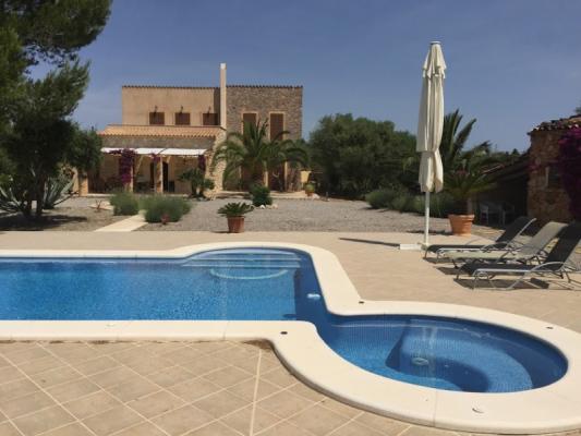 Romantische Naturstein Finca auf Mallorca Pool rund