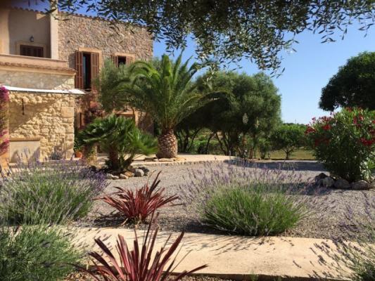 Romantische Naturstein Finca auf Mallorca Gartenlandschaft