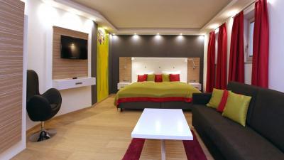 travellingingermanyfehaus_Chiemsee_sofa
