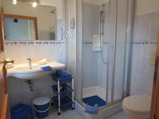 ferienhof-landfrieden-vollerwiek-ferienwohnung-klabautermann-Badezimmer