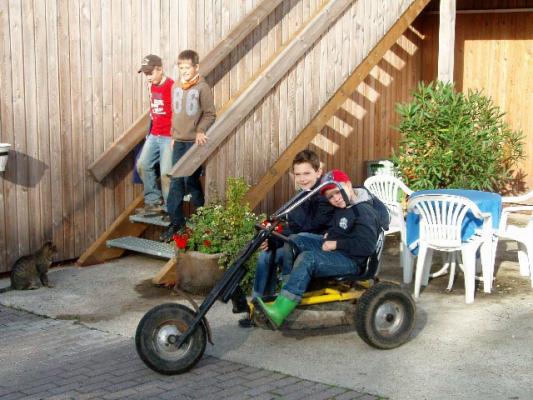 familienurlaub-bauernhof-Kettcar