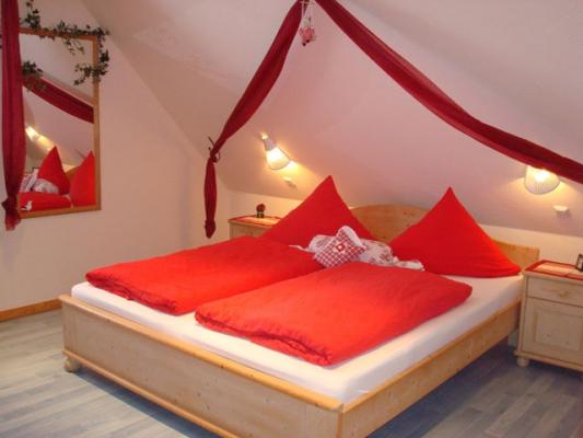 ferienhof-landfrieden-vollerwiek-ferienwohnung-meerjungfrau-Schlafzimmer