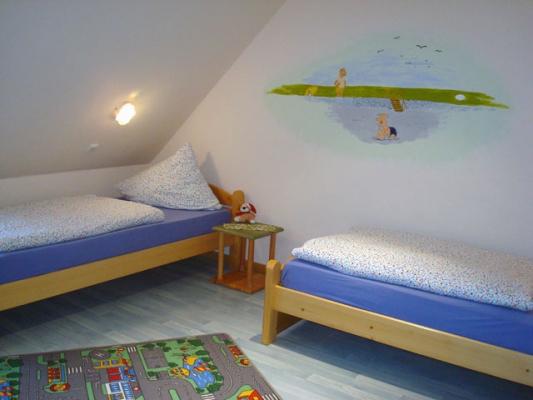 ferienhof-landfrieden-vollerwiek-ferienwohnung-nis-puk-Kinderzimmer