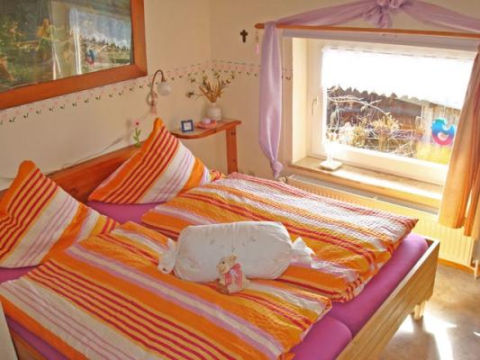 ferienhof-landfrieden-vollerwiek-ferienwohnung-schimmelreiter-Schlafzimmer
