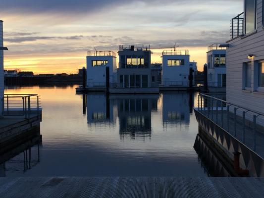 Schwimmendes Ferienhaus in Olpenitz zwischen den Booten