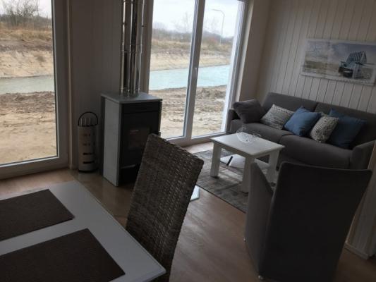 Ferienhaus Olpenitz mit 2 Zimmern Sofa mit Tisch