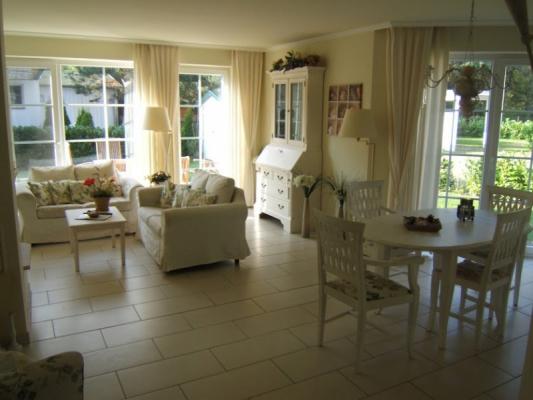 Ferienwohnung in Zingst wohnzimmer