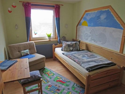 ferienhof-landfrieden-vollerwiek-ferienwohnung-stoertebecker-Kinderzimmer