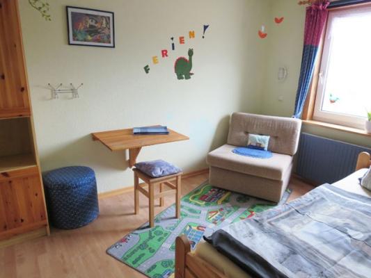 ferienhof-landfrieden-vollerwiek-ferienwohnung-stoertebecker-Kinderzimmer_2