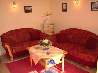 ferienhof-landfrieden-vollerwiek-ferienwohnung-stoertebecker-Wohnzimmer